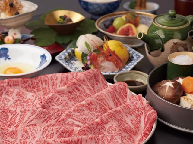 秘伝の和風だしで作るすき焼も人気です。