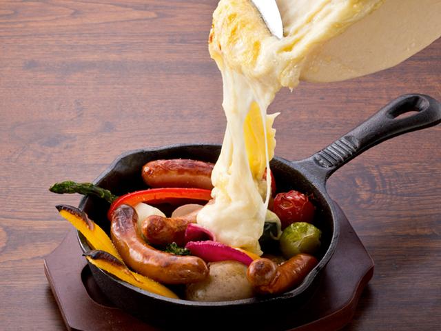 野菜とソーセージのラクレット