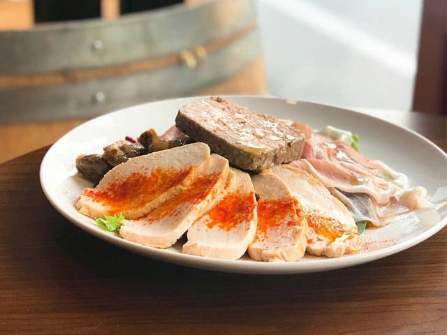 産地にこだわった新鮮な野菜、魚介を使い様々な料理をご用意しております。