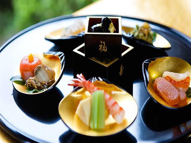 京千年の極みの美味「会席料理」をご用意してお待ちしております。
