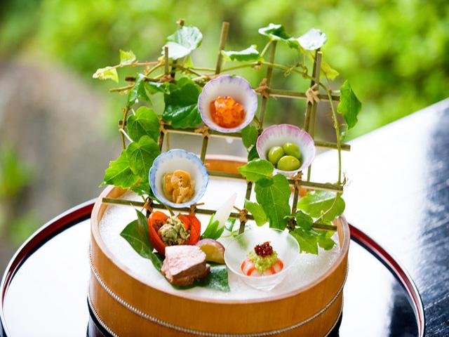 旬の食材を使い毎月変わった料理をご提供致します。