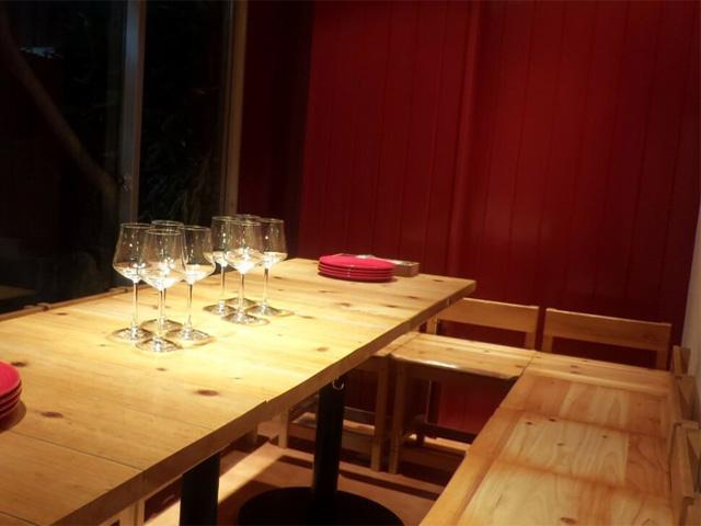 プライベート空間でお楽しみ頂ける半個室もご用意しております。