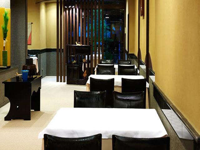 広々とした店内で京料理を味わいください。