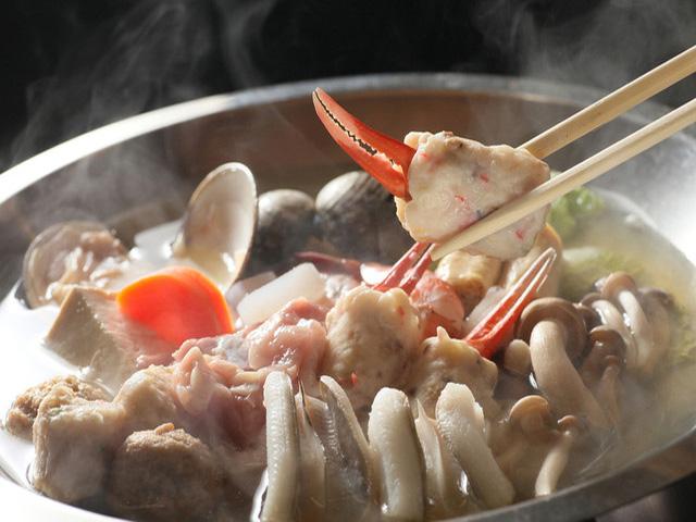 春夏の穴子しゃぶしゃぶ・秋冬のいさみ鍋(うどんすき)と通年ご好評頂いている『なべ自慢のお店』です。