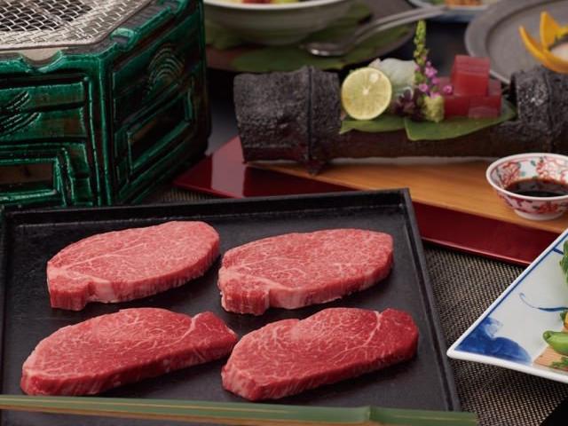 肉そのものの旨みを濃厚に感じられる「あみ焼」もございます。