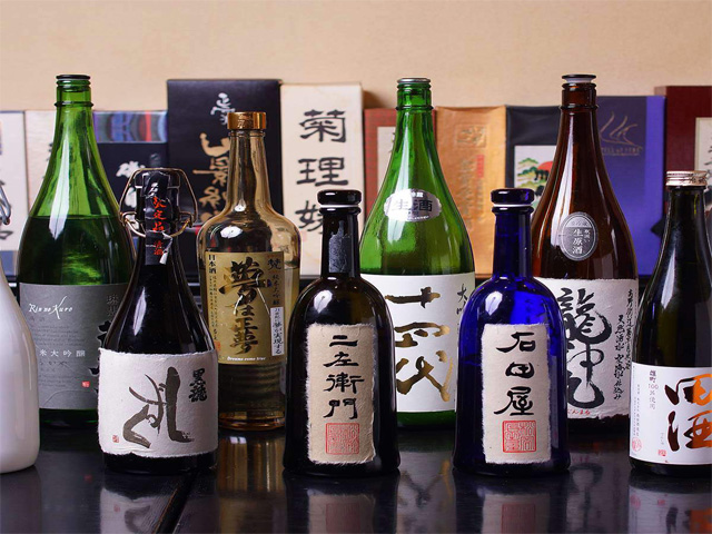 地酒・焼酎は、十四代・飛露喜・磯自慢など隠れた銘酒など100種以上を常備。