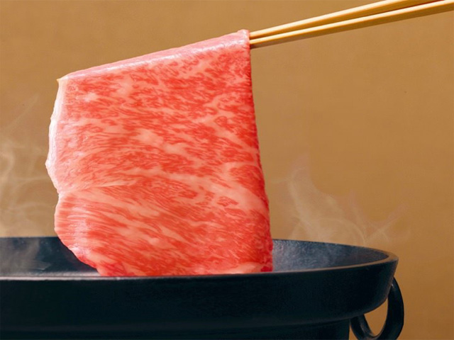 松阪牛や黒毛和牛を用いたコース料理をご用意しております。