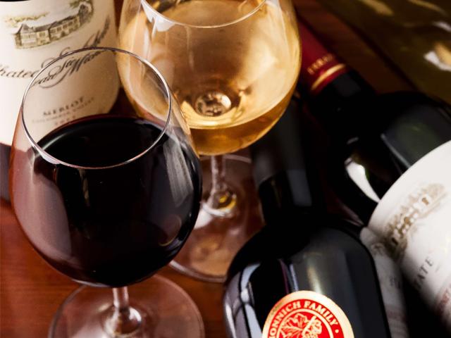 ソムリエの資格を持つオーナーが仕入れた時間無制限ワイン飲み放題が大人気!