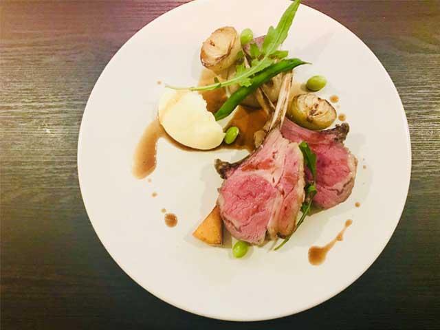 ディナーフルコースは魚・肉料理のWメイン全6品。