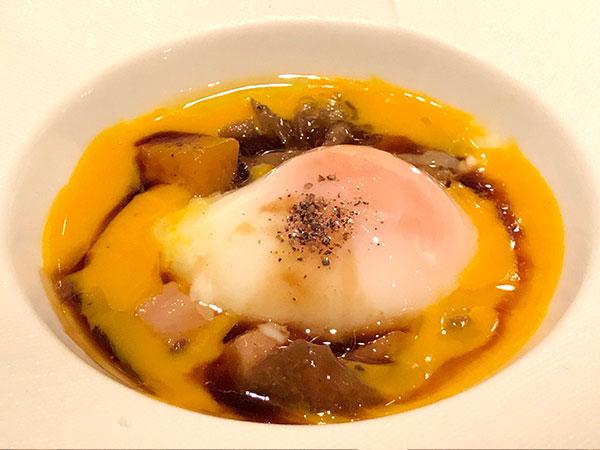 (温前菜)参鍋養鶏場の有精卵を使用した温泉卵 カボチャのピュレ