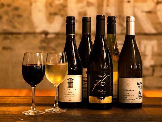 シャルキュトリーに合う様々な種類のワインを取り揃えております。
