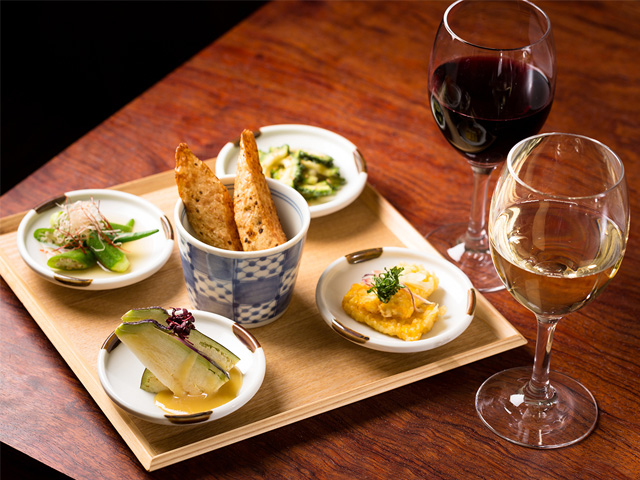 素材の味を活かした料理がワインとの相性抜群です