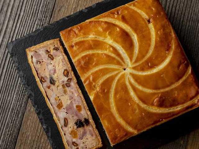 """フランスの美食を象徴する""""パテ·クルート""""の世界コンテストで表彰されたシャルキュトリーをぜひご堪能下さい。"""