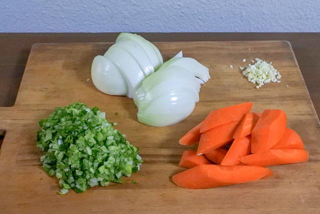 まな板の上の、切ったあとの野菜