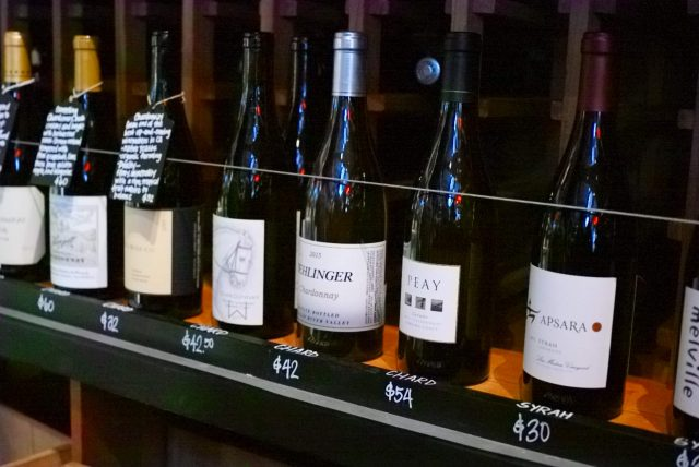 お店に並んでいるワイン