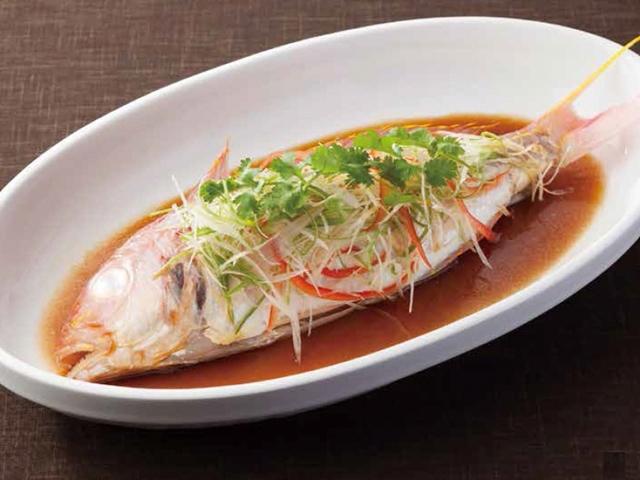 季節の鮮魚の広東風姿蒸し