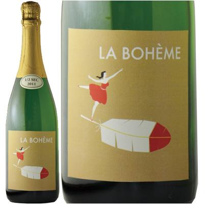 緑色のボトル、ベージュに女性と羽のイラストが書いたワインボトル