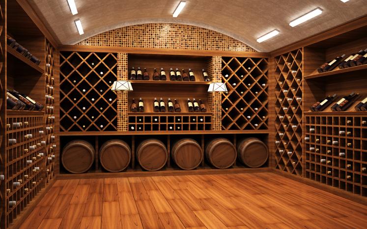 高級ワインが並ぶワインセラー