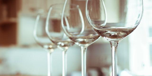 並べられたワイングラス