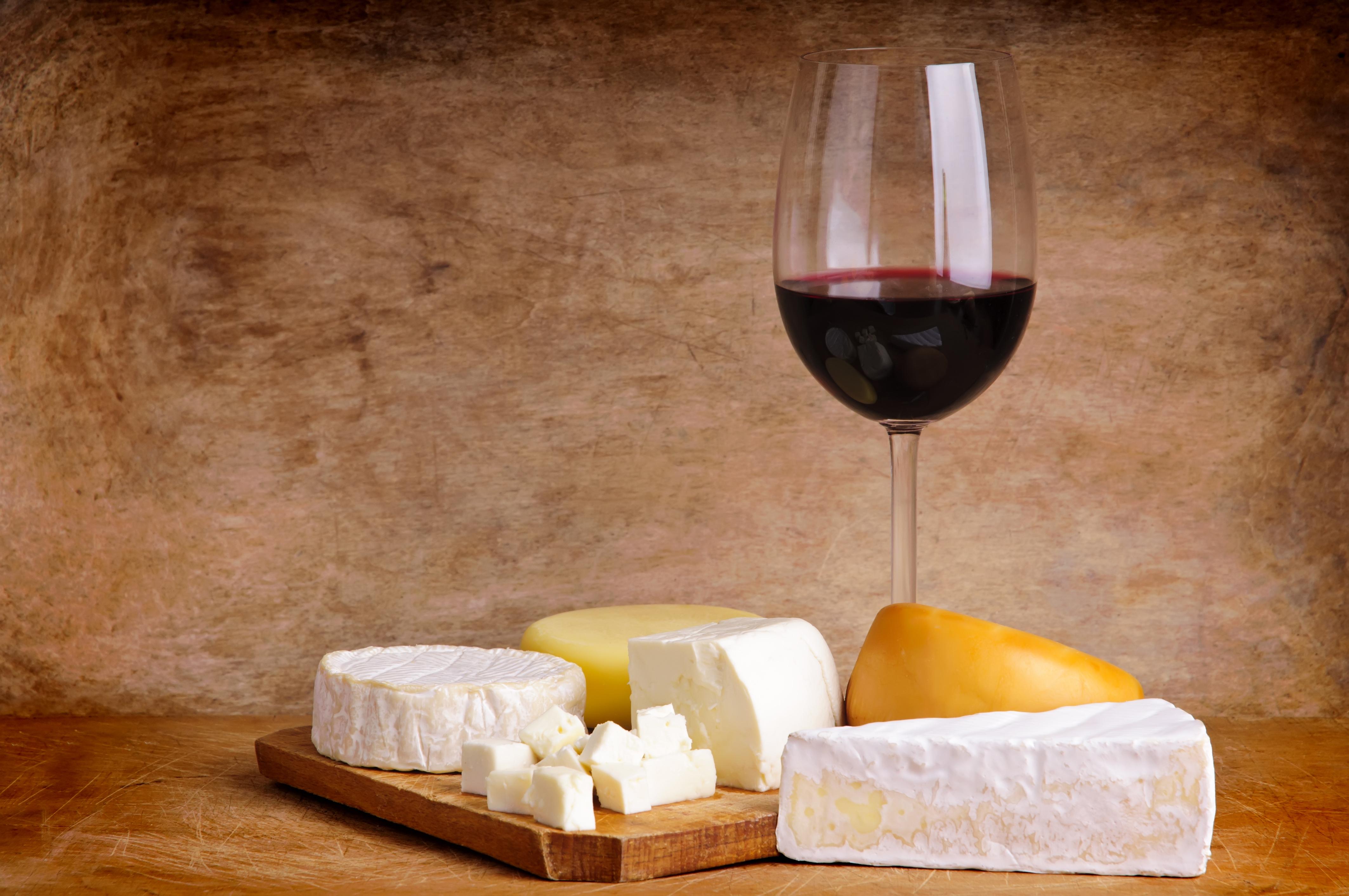 ワインと数種のチーズ