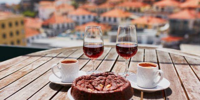 マディラワインとケーキとコーヒー