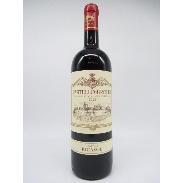 緑の瓶に城とワイナリーの景色が描かれているラベルのキャンティワイン