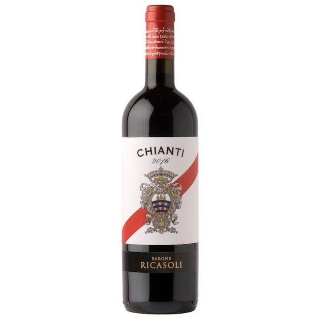 緑の瓶に紋章が描かれているラベルのキャンティワイン
