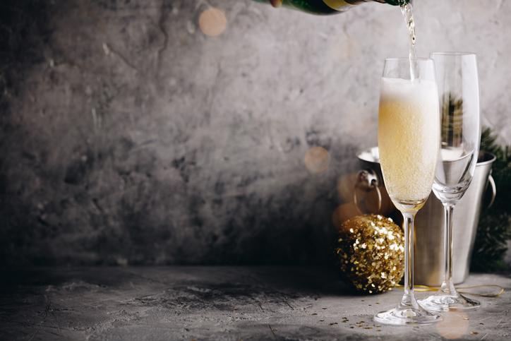 シャンパンが注がれる