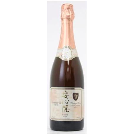 安心院と表記されたラベルのスパークリングワイン