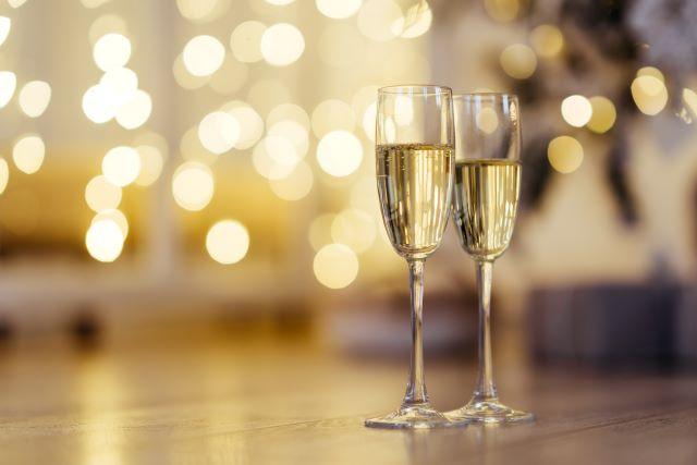 シャンパンの入った2つのグラス