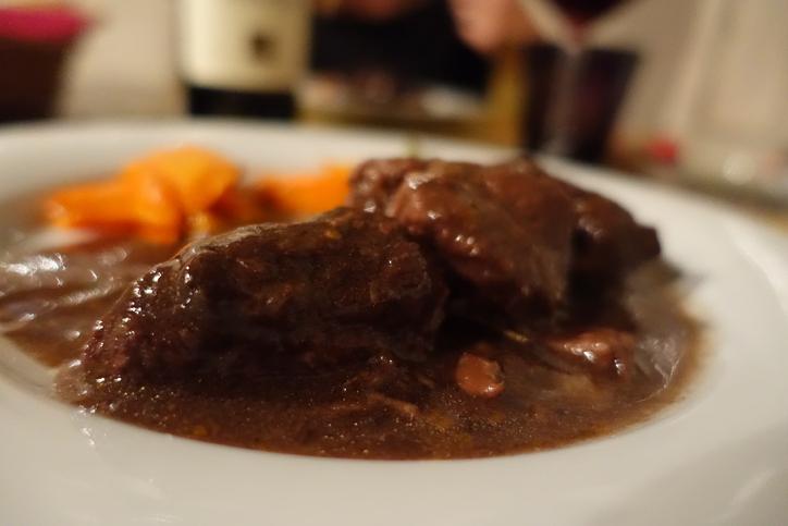 バローロで煮込んだお肉