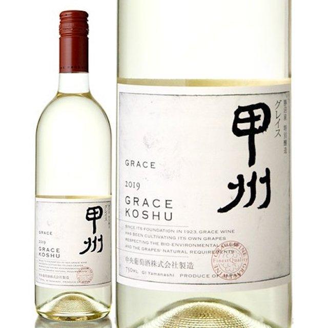 透明の瓶に甲州と表記されたラベルの白ワイン