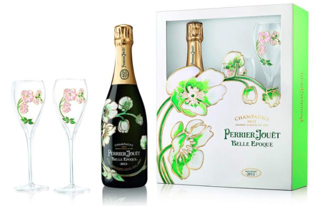 ペリエ ジュエ ベル エポックのボトルと2脚のブラス、箱