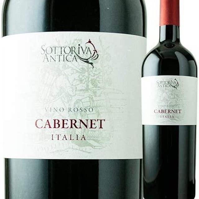 緑色の瓶にCABERNETと表記された白いラベルの赤ワイン