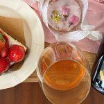 おうちで春を満喫!デパ地下春スイーツ×日本の桜色ロゼワイン