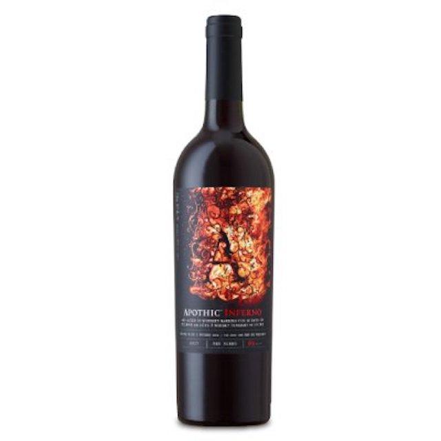 緑色の瓶にAのロゴが入った黒色のラベルの赤ワイン