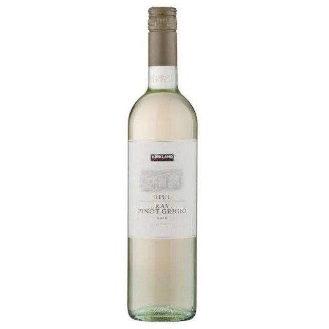 透明の瓶にKIRKLANDのロゴが入った白いラベルの白ワイン