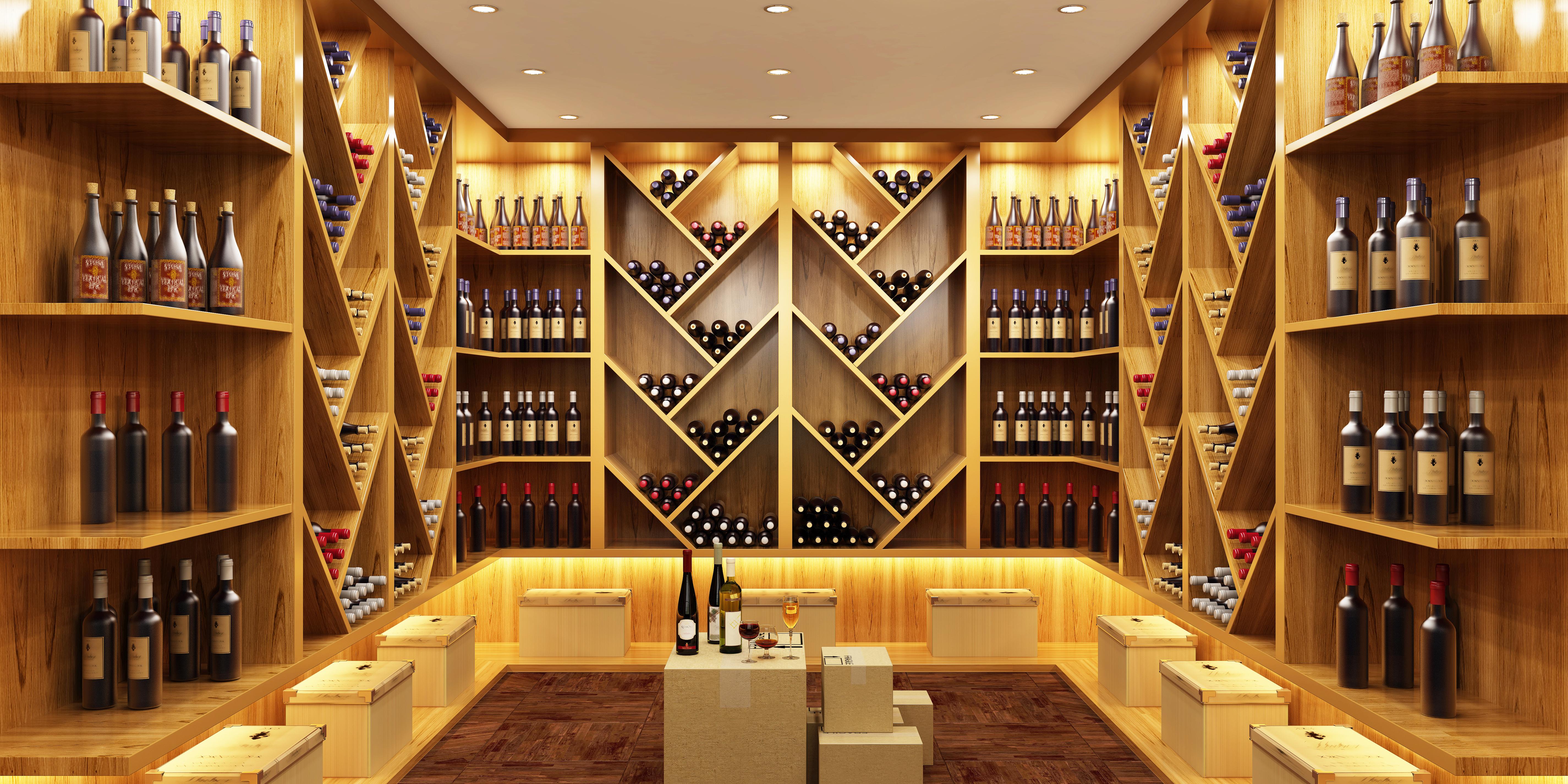 ワインショップの店内の棚に、ワインボトルが並んでいる様子