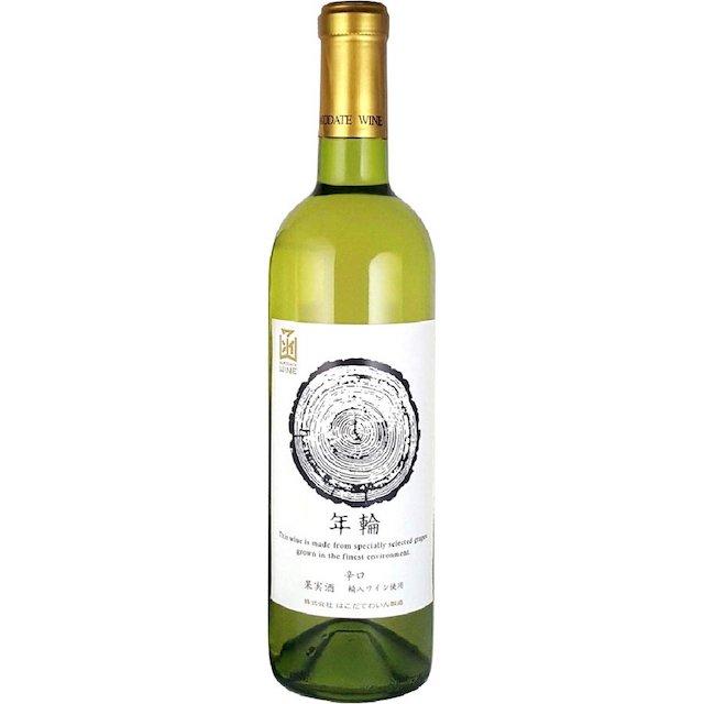 薄い緑色の瓶に年輪と表記された白いラベルの白ワイン