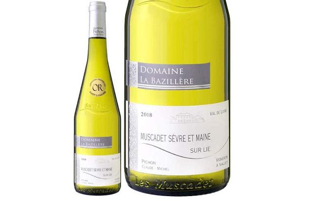 ミュスカデ セーヴル エ メーヌ シュール リー ドメーヌ ド ラ バジレルのボトルとラベルのアップ