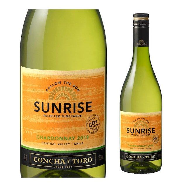 黄緑色の瓶にSUNRISEと表記されたオレンジ色ラベルの白ワイン