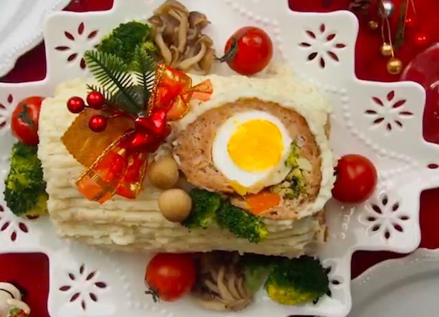 白いお皿に盛られたマッシュポテトに包まれたミートローフ